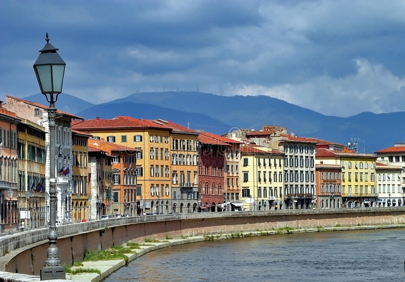 Fiume del Arno a Firenze, Italia immagine stock libera da diritti