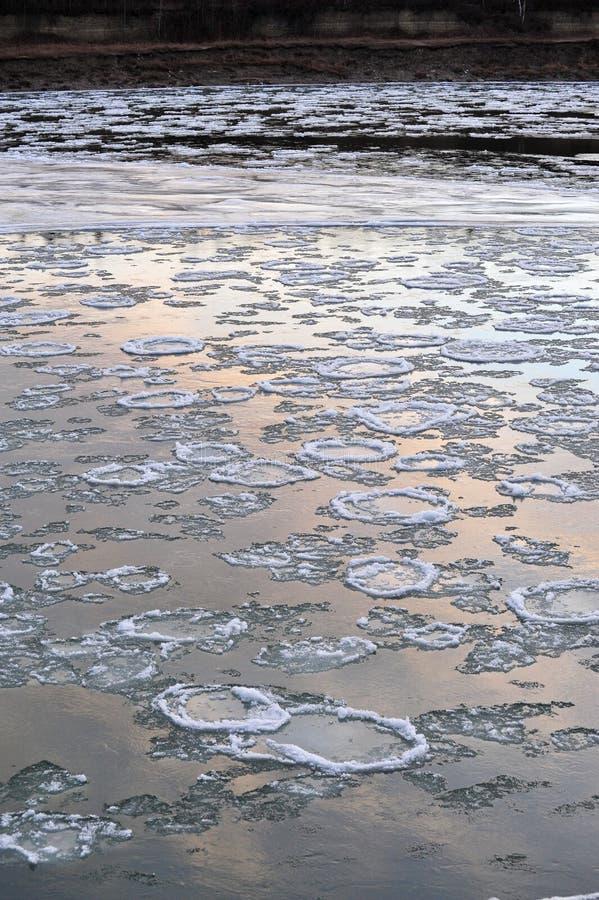Download Fiume del ghiaccio immagine stock. Immagine di ghiacciato - 7301015