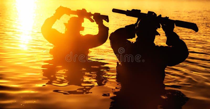 Fiume dell'incrocio in giungla fotografia stock libera da diritti