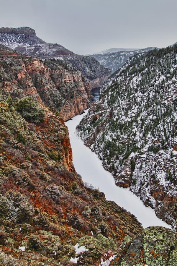 Fiume di Gunnison alla parte inferiore del canyon nero immagini stock libere da diritti