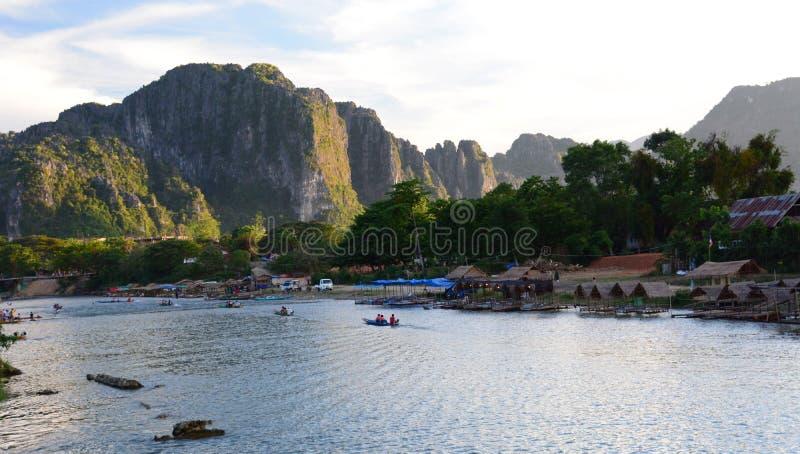 Fiume di Nam Song al tramonto Vang Vieng laos fotografie stock libere da diritti