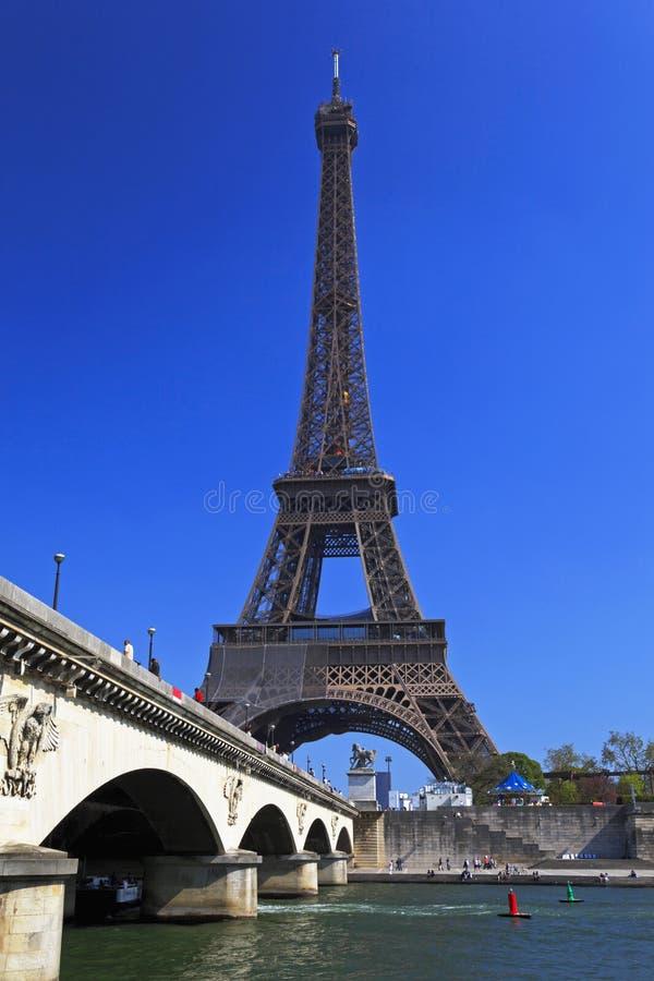 Fiume di Seine e della Torre Eiffel, Parigi, Francia fotografia stock libera da diritti
