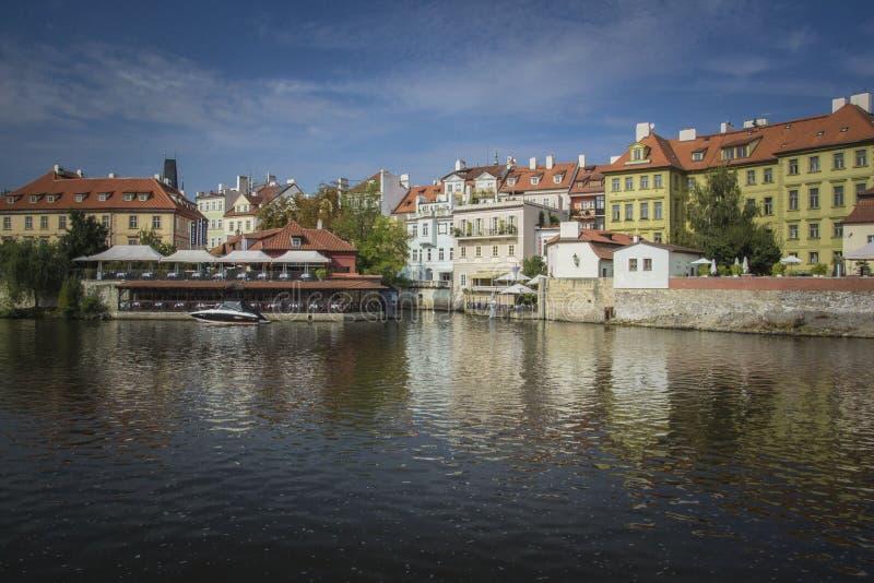 Fiume di Vltava, Praga fotografie stock