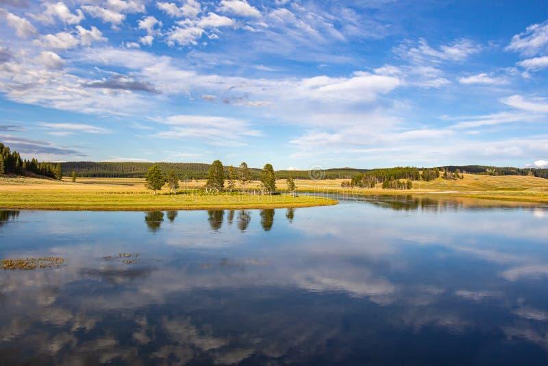 Fiume di Yellowstone in valle di Hayden fotografie stock