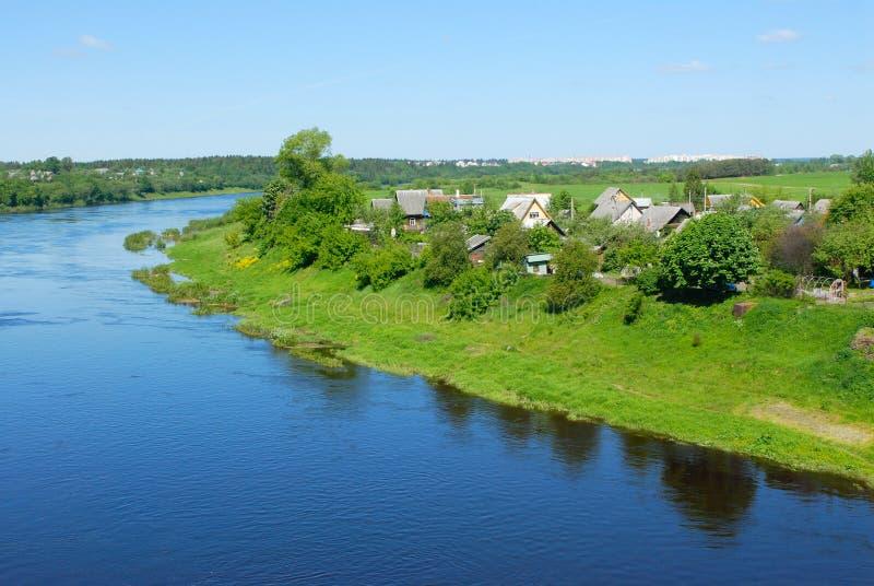 Fiume Dvina occidentale nel Belarus fotografia stock