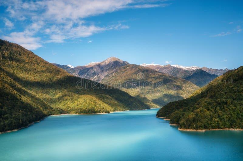 Fiume fra le montagne, Georgia di Enguri del bacino idrico di Jvari fotografia stock