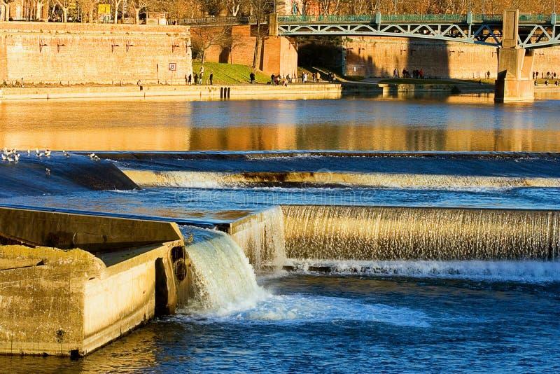 Fiume Garona di Toulouse (Francia) dal Bazacle fotografia stock