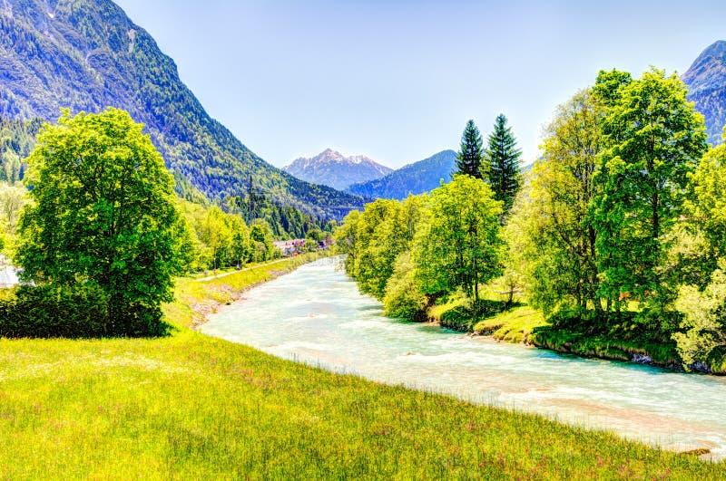 Fiume Isar nelle alpi del bavarain fotografie stock libere da diritti