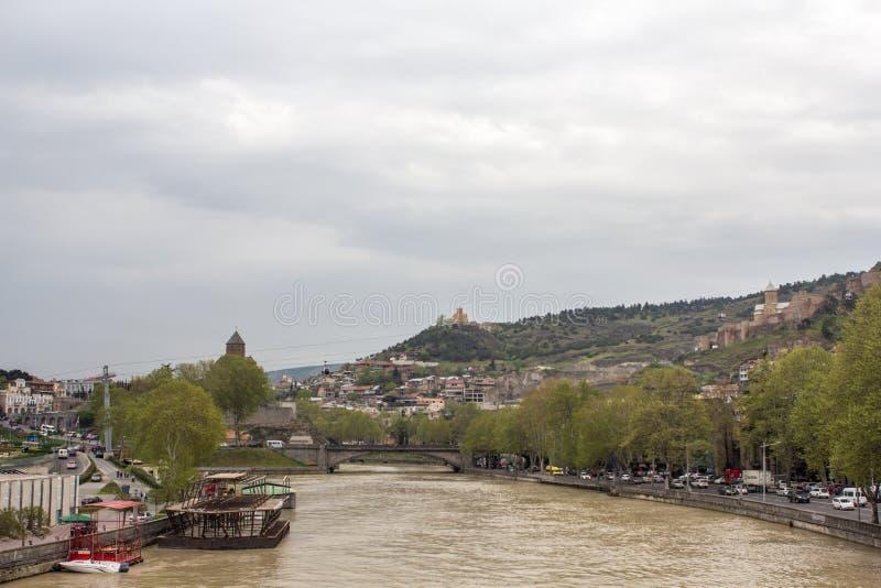 Fiume Kura Georgia Tbilisi 2018 fotografia stock