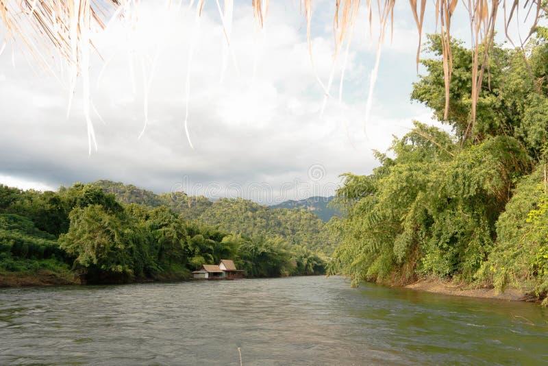 Fiume Kwai Kanchanaburi di viaggio della Tailandia immagine stock