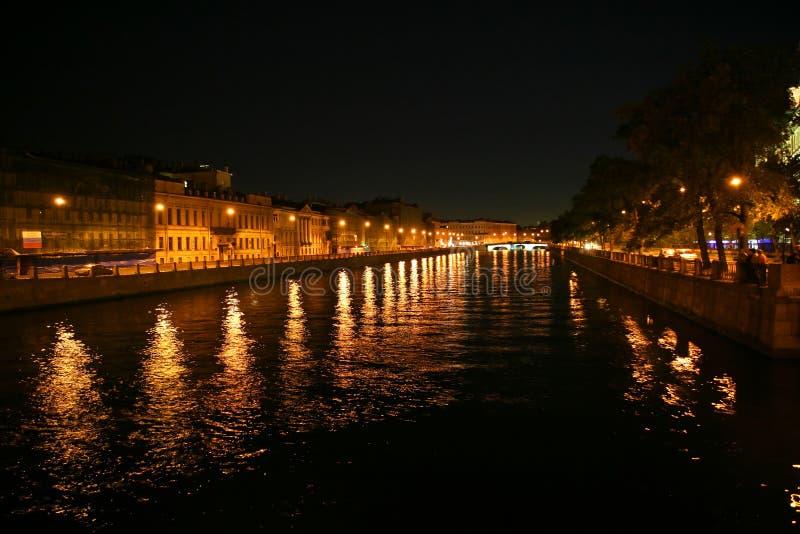 Fiume nella notte fotografie stock libere da diritti