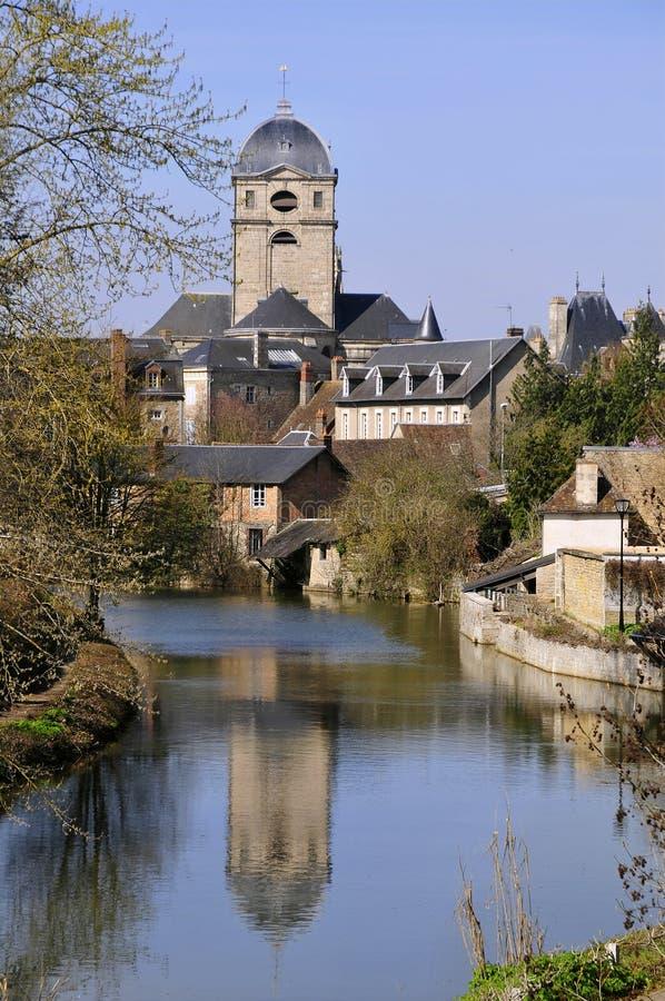 Fiume Sarthe a Alençon in Francia immagine stock