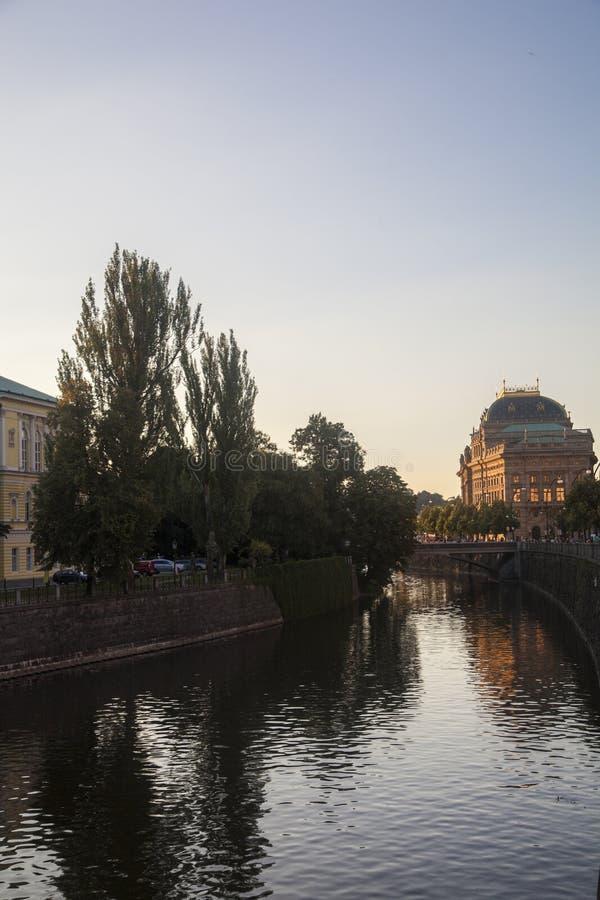 Fiume Vltava a Praga immagini stock