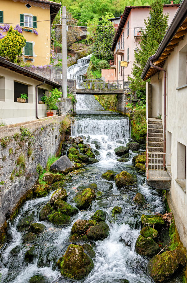 Fiumelatte Lago di Como imagenes de archivo