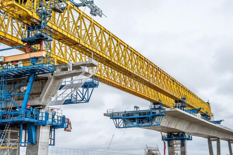 Fixa beståndsdelar av betong, när bygga en bro arkivbilder