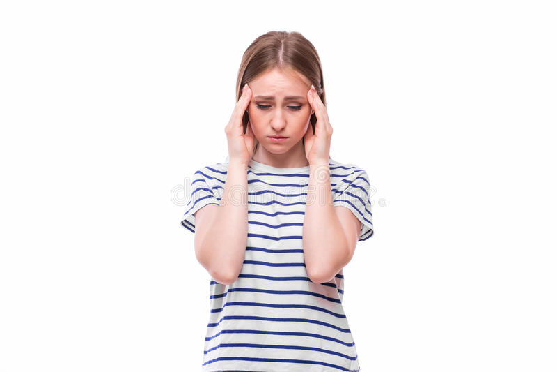 Fixation de jeune femme sa tête Problème de migraine et de mal de tête photographie stock