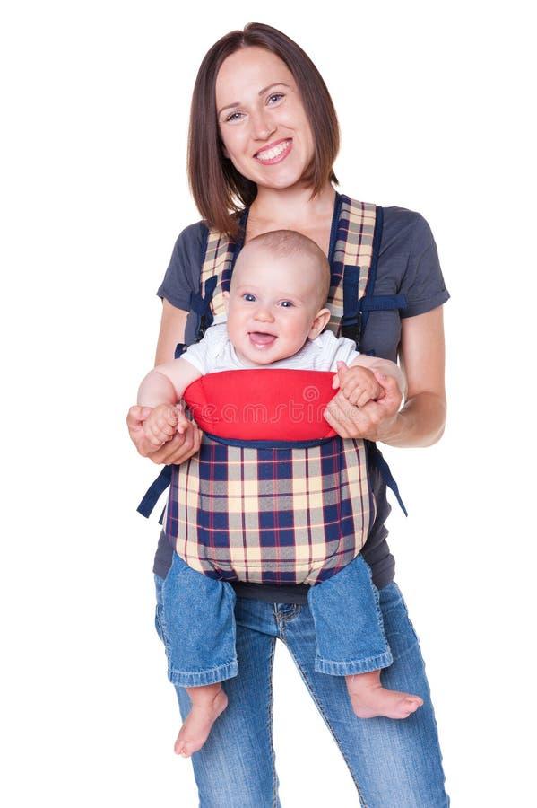 Fixation de mère sa chéri dans le sac à dos photos libres de droits