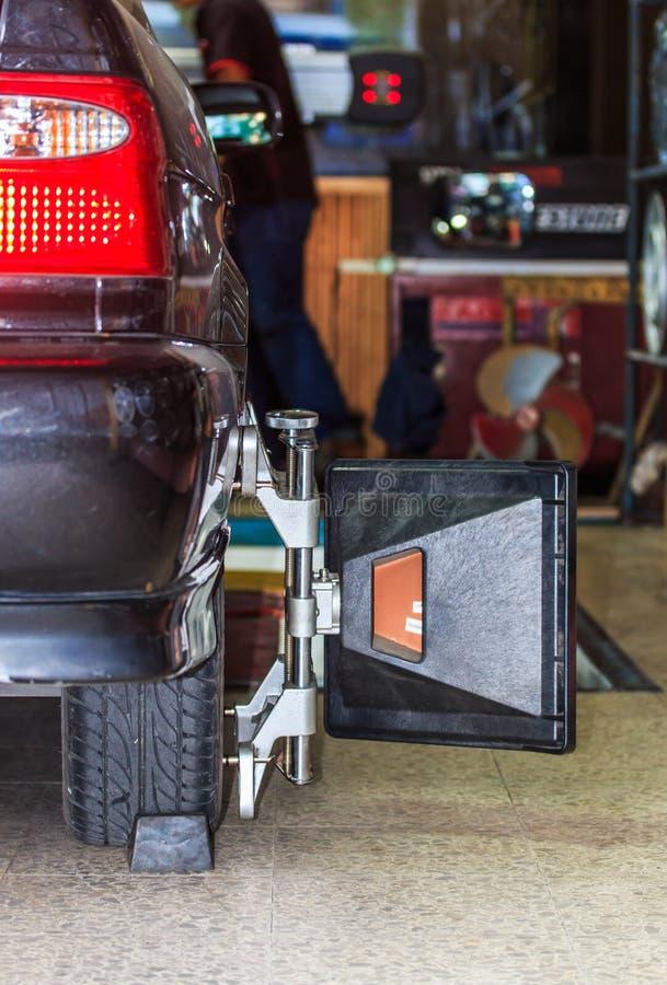 Fixation de roue de voiture photos stock
