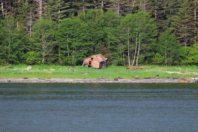 Fixeerstof - hoger huis op kust in Alaska royalty-vrije stock foto's