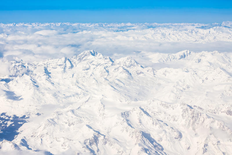 Fjällängar - flyg- sikt från fönster av flygplanet royaltyfri foto