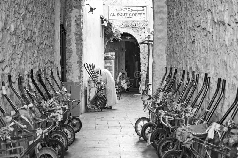 Fjärdedel för marknad för basar för souk för Doha stad gammal i Qatar royaltyfri fotografi