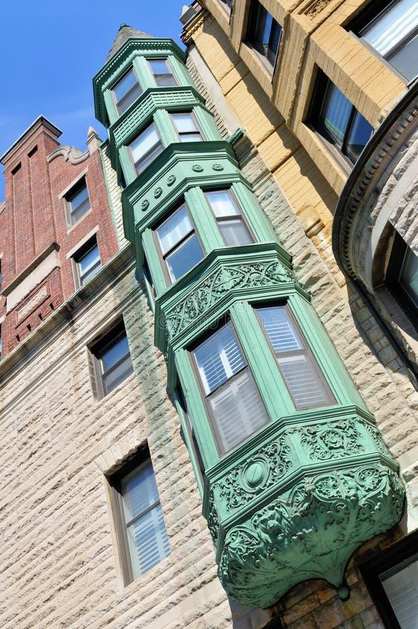 Fjärdfönstret förkopprar på, arkitektoniskt specificerar. royaltyfri foto