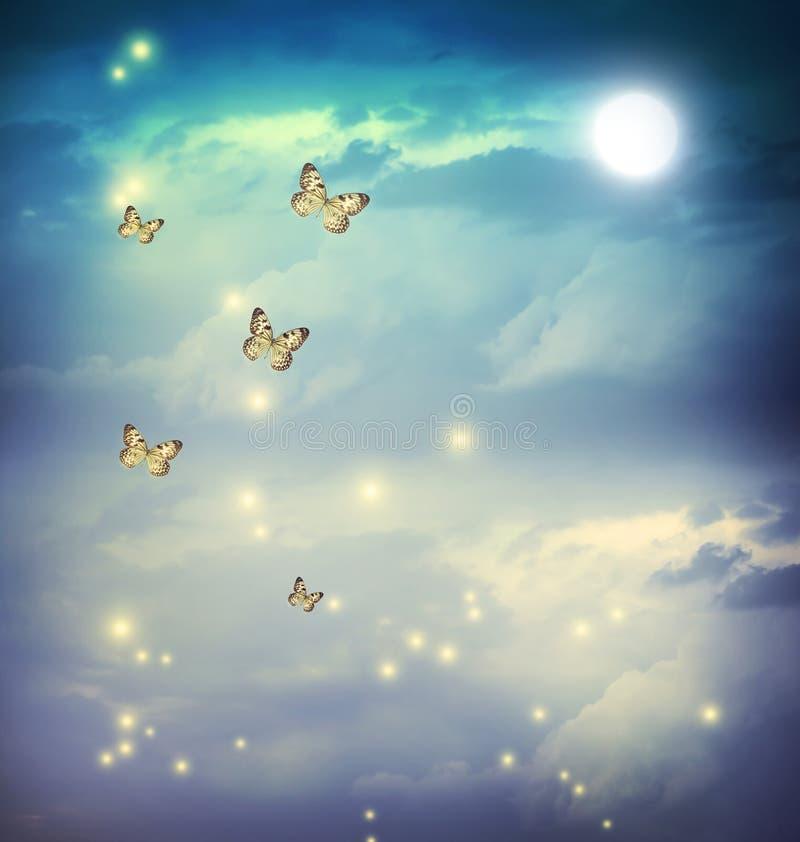 Fjärilar i ett fantasimoonligtlandskap royaltyfri foto