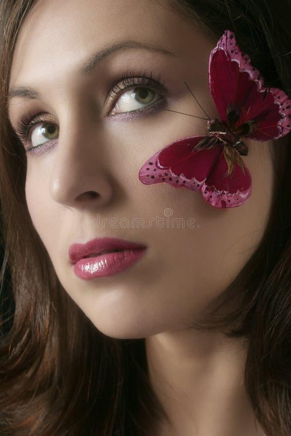 fjärilskinden vänder henne mot s-kvinnan royaltyfria bilder