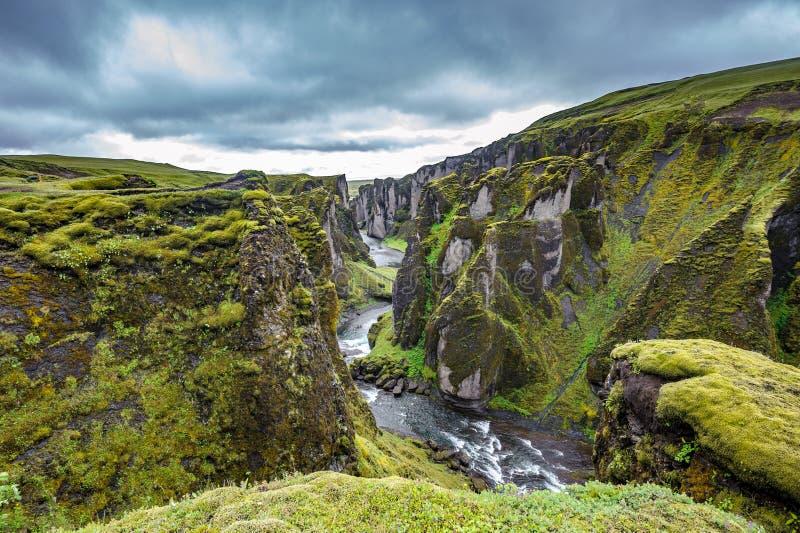 Fjadrargljufurcanion in zuidoosten van IJsland royalty-vrije stock afbeelding