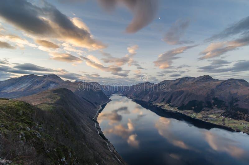 Fjord em Noruega imagem de stock royalty free