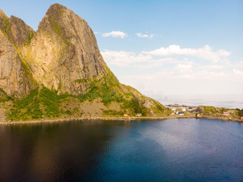 Fjord i góra krajobraz wyspy lofoten Norway zdjęcia royalty free