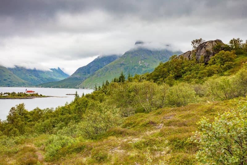 Fjord krajobraz z kościół lofoten Norway zdjęcie stock