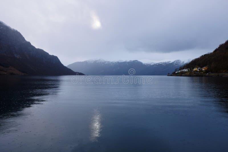 Download Fjord norvégien image stock. Image du forêt, neige, ciel - 56478339