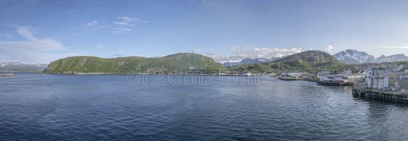 Fjord, port et village d'Andenes, Norvège images libres de droits