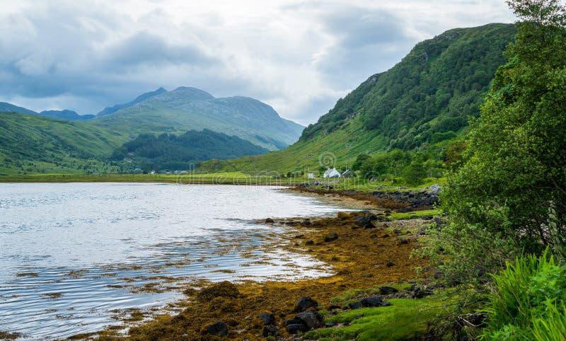 Fjord Sunart, havsfjord på västkusten av Skottland royaltyfria bilder