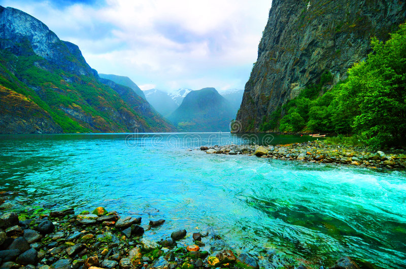Fjord und Fluss, Norwegen stockfoto