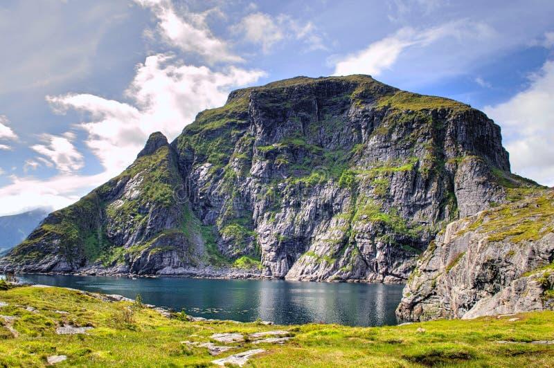 Fjorde im Stadtbezirk von Moskenes am Ende des Lofoten-Archipels, Norwegen lizenzfreies stockfoto