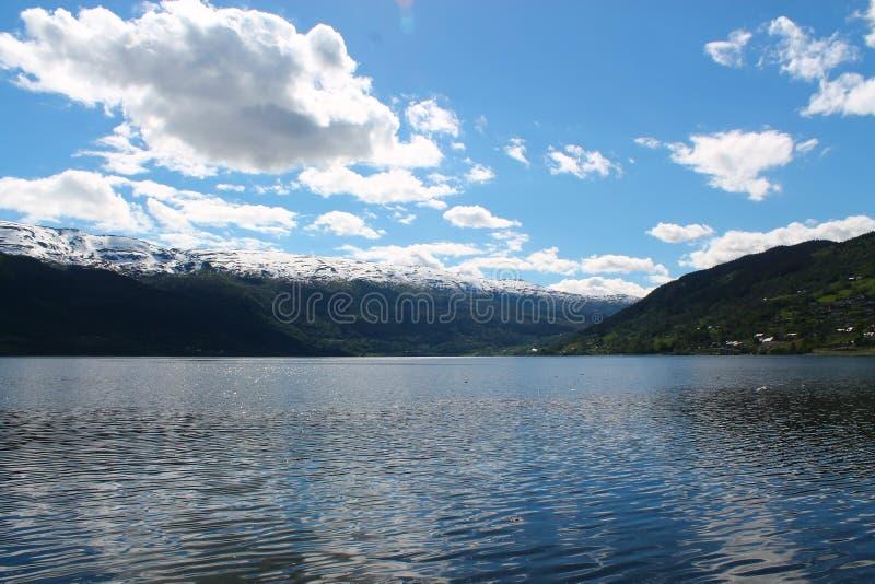 Fjords pendant le jour au soleil image libre de droits