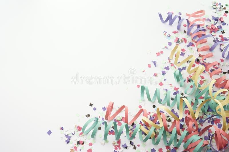 Flâmula dos confetes do partido no branco fotografia de stock