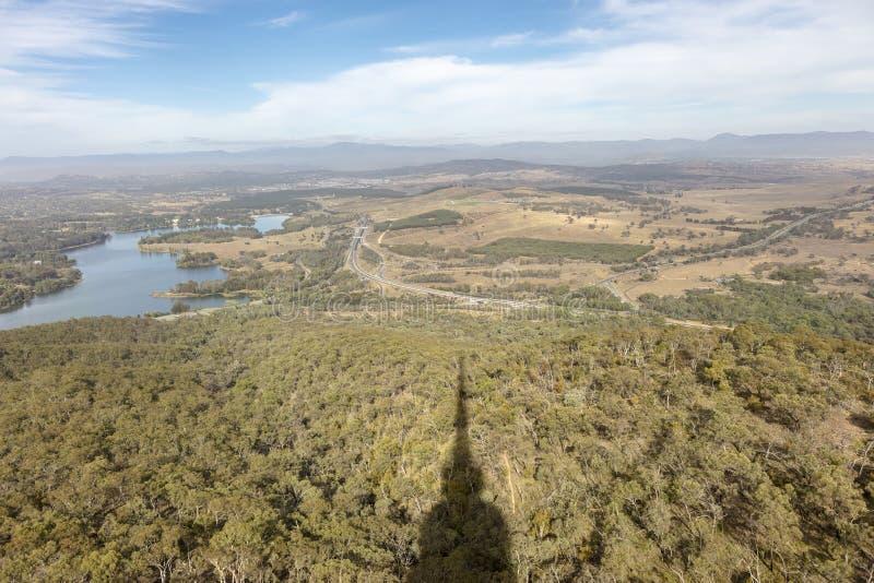 Flächenansicht von Parkland und von Fluss vom schwarzen Hügel, Canberra in Australien stockfotos