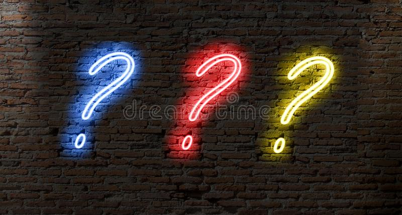 fläckar för fråga för neonljus på en mörk tegelstenvägg arkivbild