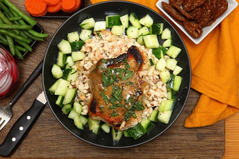 Fläskkotlett och Honung-senap Pan Sauce royaltyfria foton