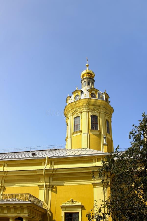 Flèche d'église dans Peter et Paul Fortress à St Petersburg image libre de droits