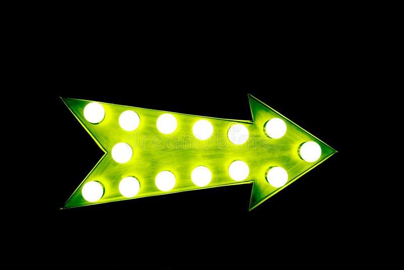 Flèche verte de vintage avec les ampoules sur le fond noir sans couture photographie stock libre de droits
