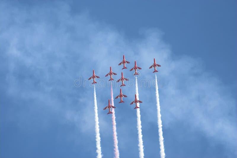 Flèches de rouge de vol en formation image libre de droits