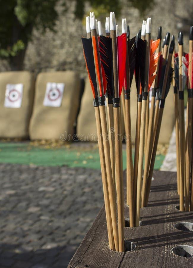 Flèches et cibles image stock