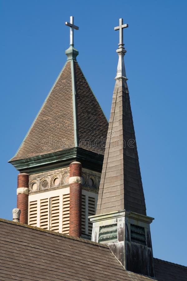 Flèches jumelles d'église photographie stock