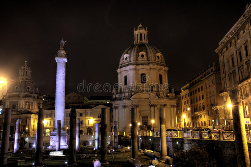 Fléau du forum de Trajan lumineux et du Trajan photo libre de droits