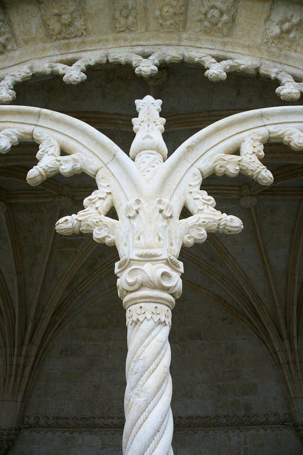 Fléau fleuri sur le monastère au Portugal. photos stock