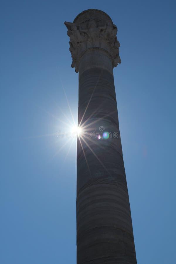 Fléau romain avec le soleil derrière photo stock